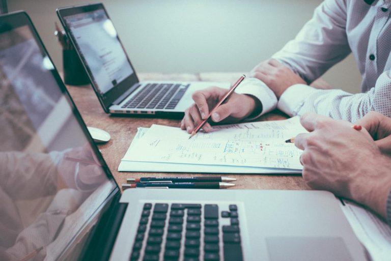 Czym zajmują się doradcy finansowi i w czym mogą pomóc