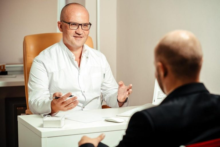 Czym zajmuje się psycholog i dlaczego niektórzy potrzebują jego pomocy?